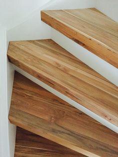 Traprenovatie van een dichte trap. Het materiaal is van teakhout (alleen de treden bekleed). > wortman meubelen Entrance, Stairs, Wood, Home Decor, Entryway, Stairway, Decoration Home, Staircases, Woodwind Instrument