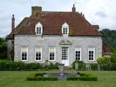 The childhood home of William Pitt , First Earl of Chatham, known as Pitt the Elder and Great Commoner and Prime Minister of Great Britain 1776-1768   Marwarden house from river, Salisbury, Wiltshire, England