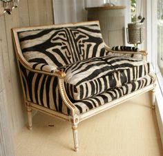 5 Radiant Clever Ideas: Old Vintage Home Decor Flea Markets classy vintage home decor beautiful.Vintage Home Decor Antiques Apartment Therapy vintage home decor eclectic mirror.Vintage Home Decor Farmhouse Wire Baskets. Vintage Home Decor, Vintage Furniture, Furniture Design, Furniture Ideas, Vintage Settee, Animal Print Furniture, Home Decor Pictures, Home Furnishings, Living Spaces