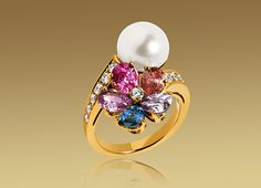 Bulgari: SAPPHIRE FLOWER contraire ring in 18kt yellow gold with fancy sapphires, pearl, diamonds and pavé diamonds.