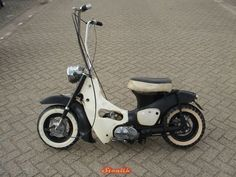 I was looking at maybe getting one of these, well, my sister is but there's no way she's not letting me have a go on it as I bet they are a right laugh!D Anyone have any modded pictures, Honda Motorcycles, Custom Motorcycles, Custom Bikes, Custom Moped, Moped Scooter, Retro Scooter, Vespa Scooters, Honda Cub, Jdm