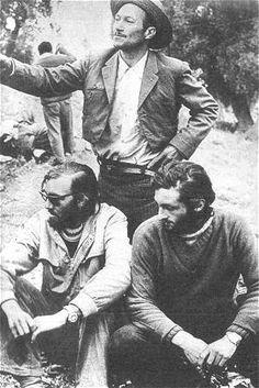 Nando Parrado and Roberto Canessa, 2 of 16 survivors of the Uruguayan Air Force Flight 571, junto al arriero que los descubrió, después de diez terribles días de caminata.