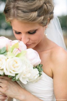 bride - beautiful soft colors in her bouquet