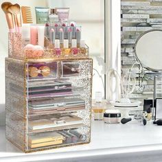 Sorbus Tired of rummaging through dresser drawers, purses, and bags to find your favorite products?  Store your beauty must-haves inside this product. It features a mesmerizing mix of confetti glitter so you (and your vanity) can sparkle! The clear drawers provide an effortless view of your collection for easy access. Four large drawers on the bottom are ideal for oversized cosmetics and grooming tools, while the top two drawers hold smaller products. It includes 16 slots on the top tray to… Dresser Vanity, Vanity Tray, Dresser Drawers, Storage Drawers, Food Storage, Storage Ideas, Makeup Storage Case, Makeup Brush Case, Makeup Organization
