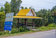 Arrêt de Bus, en campagne (Thaïlande. Août 2015)