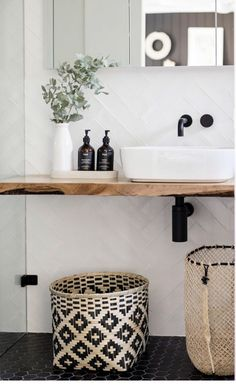 Before & after: From tired to monochrome magic – The Interiors Addict - Badezimmer Innenausstattung Bathroom Renos, Interior, Bathroom Furnishings, Cheap Home Decor, Bathroom Interior, Bathroom Decor, Boho Bathroom, Black Bathroom, House And Home Magazine
