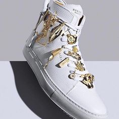 Pimp Your Sneaker ✔️ @billboard Thanks To @shannonadducci Featuring The JF Hollow Star Large Cone And Feather Charm #billboard #jenniferfisher #linkinbio  .  .  .   by @the_mrjk #sneaker #gold #charm #pimp #embellishment #jewelry #bling #style #ootd #personalstyle #talisman #fashion #accessories #personalstyle