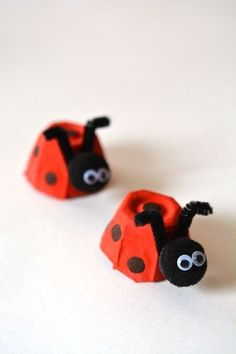egg carton ladybugs are such a fun and easy craft for kids! And they're SO CUTE!These egg carton ladybugs are such a fun and easy craft for kids! And they're SO CUTE! Summer Crafts For Kids, Crafts For Kids To Make, Easy Crafts For Kids, Toddler Crafts, Spring Crafts, Fun Crafts, Arts And Crafts, Simple Crafts, Nature Crafts