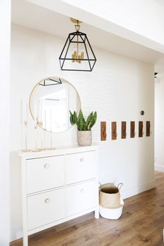 31 Genius Mudroom Ideas 2019 (Mudroom Benches & Storage Ideas) 2019 31 Genius Mudroom Ideas The post 31 Genius Mudroom Ideas 2019 (Mudroom Benches & Storage Ideas) 2019 appeared first on Entryway Diy. Shoe Storage Small Space, Mudroom Storage Bench, Room, Mudroom, Ikea Hack, Home Decor, Mudroom Ideas Diy, Spring Home, Small Space Solutions