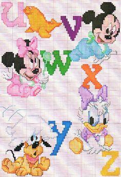 Punto de cruz Disney: baberos para los peques