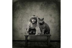 4歳の女の子と猫のほのぼのな友情に癒される