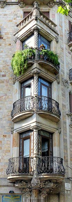Barcelona - Gran Via 542 d 1  Cases Francesc Farreras    1902    Architect: Antoni Millàs i Figuerola