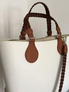 Qué infinidad de colores y modelos 😳 Fashion Handbags, Fashion Bags, Sacs Kipling, My Bags, Purses And Bags, Designer Purses And Handbags, Wooden Bag, Fab Bag, Cute Handbags