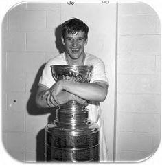 Bobby Orr the reason I fell in love with hockey! Hot Hockey Players, Nhl Players, Hockey Teams, Ice Hockey, Hockey Stuff, Lord Stanley Cup, Nfl Highlights, Canada Hockey, Hockey Sayings