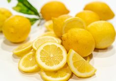Jak na to: citronová marmeláda | Apetitonline.cz Lemon Recipes, Healthy Recipes, Chou Romanesco, Lemon Water Benefits, Lemon Curd Filling, Essential Oils For Colds, Refreshing Desserts, Crumble Recipe, Lemon Butter