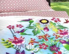 FUNDA NÓRDICA COLIBRÍ DE CATALINA ESTRADA Tapestry, Pillows, Beautiful, Bedding, Home Decor, House, Ideas, Duvet Covers, Spring