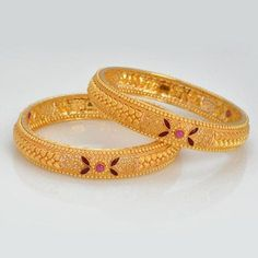 Owing to Marathi religious & traditional value, we offer exquisite range of latest designs for Indian traditional gold diamond jewellery, maharashtrian wedding / bridal ornaments and designer Indian jewellery. Gold Bangles Design, Gold Earrings Designs, Gold Jewellery Design, Diamond Jewellery, Thread Jewellery, Gold Mangalsutra Designs, Gold Jewelry Simple, Or Rose, Bridal Jewelry