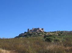 Castillo de Marmionda, de pasado árabe y templario, en la bonita población de Portezuelo perteneciente a la comarca del Valle del Alagón.