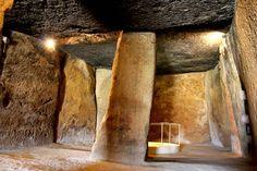 Dólmen de Menga. #piedrasobrepiedra #PatrimonioMundial Dolmen, Painting, Primitive, Community, Rocks, Hipster Stuff, Art, Painting Art, Paintings