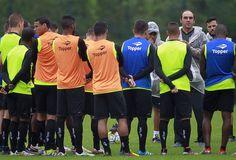 BotafogoDePrimeira: Pressionado, Bota tenta pôr a cabeça no lugar cont...