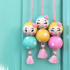 🌟Tante S!fr@ loves this📌🌟 Wood Peg Dolls, Clothespin Dolls, Crafts To Make, Crafts For Kids, Arts And Crafts, Bead Crafts, Jewelry Crafts, Diy Keychain, Kokeshi Dolls