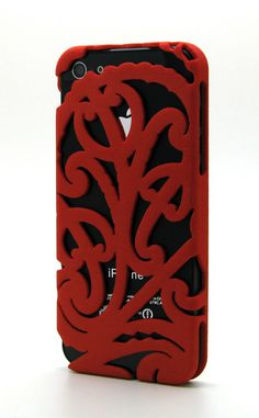 The cases were created by mark storm, a graphic/tattoo designer from holland, to fit the iphones and storm is inspired by the maori & samoan style Maori Art, Maori Tattoos, Tribal Tattoos, Cool Iphone Cases, Iphone 4, Maori Designs, Phone Lockscreen, Kiwiana, Phone Photography