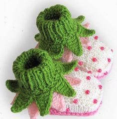 Items similar to Knitted Baby booties Red Strawberry baby girls shoes christmas handmade hand knit baby shoes toddler shoes / size M on Etsy Knit Baby Shoes, Knit Baby Booties, Baby Girl Shoes, Baby Girls, Girls Shoes, Baby Slippers, Crochet Slippers, Gestrickte Booties, Selling Crochet