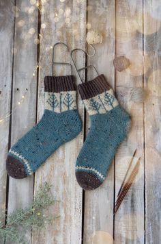Day 1 of Winter - Blue Spruce Socks knit in Deluxe DK Tweed Superwash. A knitting kit from Universal Yarn. Socks Day 1 of Winter Wool Socks, Knitting Socks, Hand Knitting, Knitting Patterns, Crochet Patterns, Stitch Patterns, Tweed, Debbie Macomber, Blue Spruce