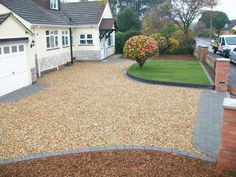 A modern driveway style can improve the curb appeal of your house. Some of the most popular types of modern driveway products in usage for high-end houses Resin Driveway, Driveway Paving, Stone Driveway, Driveway Landscaping, Modern Landscaping, Landscaping Ideas, Front Garden Ideas Driveway, Modern Driveway, Driveway Design
