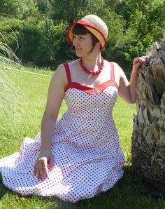 We spent two weeks in southern France and Barcelona this summer, and before we left I realized that I didn't have any suitable summer dre. Summer Holiday Dresses, Cute Summer Dresses, Mad Men, Pin Up, Challenges, Knitting, Sewing, Southern France, Dot Dress