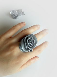 A rose by any other name - Sona Grigoryan Fimo Ring, Polymer Clay Ring, Polymer Clay Flowers, Polymer Clay Projects, Diy Clay, Leather Jewelry, Metal Jewelry, Beaded Jewelry, Jewelry Crafts
