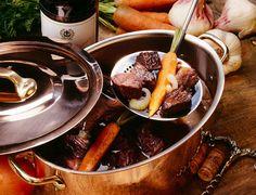 Bourgogne : Le Bœuf bourguignonVoir la recette du Bœuf bourguignon En Aquitaine, on trouve aussi du foie gras. Spécialité française incontournable, apprenez à réaliser en vidéo la recette du foie gras maison