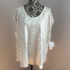 Liz Claiborne sequin top Color crema. Sequin in front of top. Stretchy material on back. Size 3x 95% rayon 5% spandex. Liz Claiborne Tops