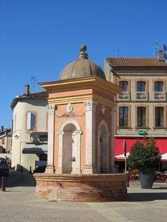 Place de la Fontaine -- Samatan, Gers, France