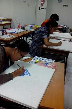 Kuliah Rupa Dasar/ Nirmana 2D DKV UPJ mengolah unsur dan prinsip desain pada bidang 2 dimensi.