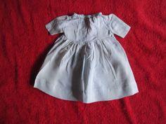 Schoene-alte-Puppenkleidung-Reizendes-Kleid-aus-Seide