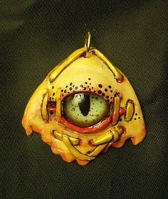 A polymer clay and glass eye pendant by Misty Oakley Polymer Clay Dragon, Polymer Clay Animals, Polymer Clay Art, Polymer Clay Projects, Diy Clay, Dad Crafts, Biscuit, Dragon Eye, Polymer Clay Necklace