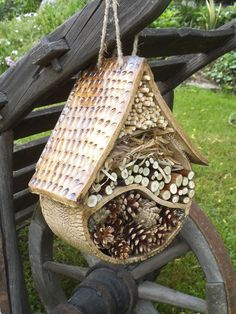 Insect Hotel / Seller 's Goods Garden in Ceramics Fler.cz # Insect # Insect Hotel / Seller 's Goods Garden in Ceramics Fler. Pottery Bowls, Ceramic Bowls, Ceramic Pottery, Ceramic Art, Jardin Decor, Bug Hotel, Mason Bees, Diy Bird Feeder, Garden Signs