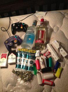 Only drinks and drugs games are not - Modern Stoner Room, Stoner Art, Fille Gangsta, Gangsta Girl, Bad Girl Aesthetic, Aesthetic Grunge, Rauch Fotografie, Cigarette Aesthetic, Alcohol Aesthetic