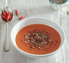 Cream of tomatoes and peppers with crispy recipe seeds