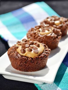 Sabor: Σοκολατένια brownies με φυστικοβούτυρο / Chocolate brownies with peanut butter Blondie Brownies, Chocolate Brownies, Blondies, Cake Recipes, Muffins, Cupcakes, Sweets, Candy, Cooking