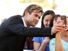 Star Tracks: Tuesday, November 17, 2015 | PHOTO FINISH  | Chris Hemsworth enjoys his final days as the Sexiest Man Alive by posing for pictures with fans ahead of a charity screening of his new film, In the Heart of the Sea, on Tuesday in Sydney, Australia.
