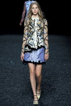 Trim your tops or your skirts with an uneven hem. Spring 2015 Ready-to-Wear - Mary Katrantzou