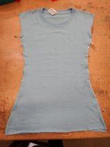 Picture of Pin and Cut Diy Lace Shirt, Diy Lace Up, T Shirt Dress Diy, Side Cut Shirt, Cut Up T Shirt, Diy Cut Shirts, Sewing Shirts, No Sew Refashion, Cut Shirt Designs