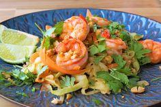 Hjemmlaget garlic naan Garlic Naan, Frisk, Shrimp, Yummy Food, Meat, Cilantro, Garlic Bread, Delicious Food