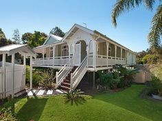 a Queenslander in all its glory Queenslander House, Weatherboard House, Australian Architecture, Australian Homes, Cottage Style Homes, Hamptons House, Facade House, Tropical Houses, House Goals