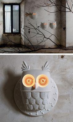 Designer Matteo Ugolini has created TI.VEDO, an owl-shaped table lamp and wall lamp, for Italian lighting manufacturer, KARMAN.