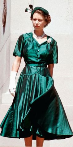Queen Elizabeth in an emerald green skirt and jacket, with the Duke of Edinburgh during their Royal Tour of Australia. Hm The Queen, Her Majesty The Queen, Save The Queen, Cousins, Young Queen Elizabeth, Royal Green, Queen Of England, The Crown, Green Jacket