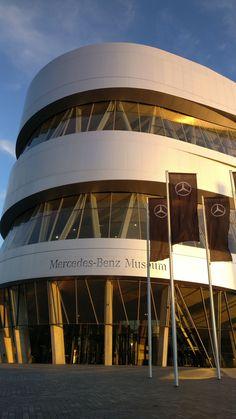 Mercedes Benz, Social Media, Night, Social Networks, Social Media Tips