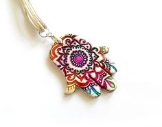 Hamsa necklace pendant, colorful, tie-die effect, polymer clay, hippie jewelry Hamsa Jewelry, Hamsa Necklace, Hippie Jewelry, Pendant Necklace, Necklace Holder, Diy Necklace, Hippie Love, Hippie Chic, Hand Of Fatima